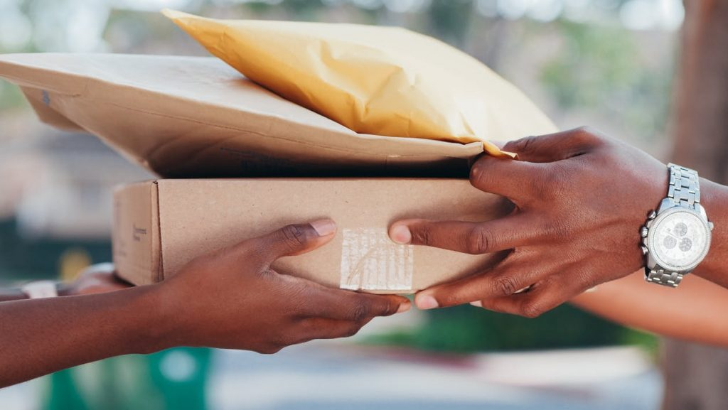 Deliver your parcels to anywhere in Singapore right from your door