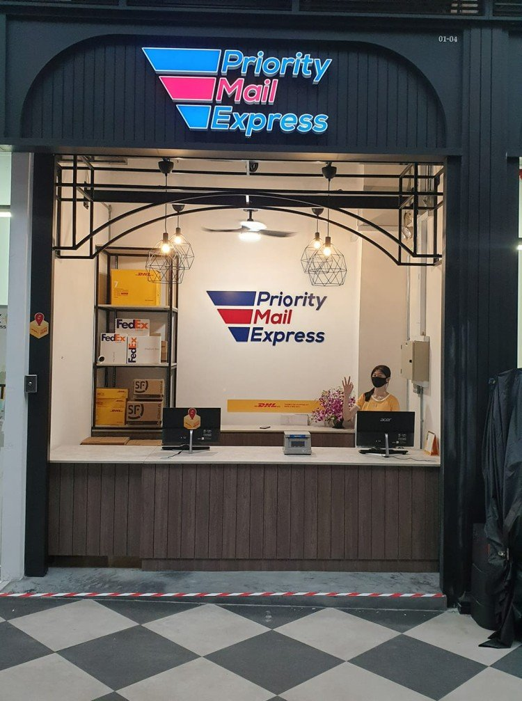 Priority Mail Express at Chang Valley Mall branch